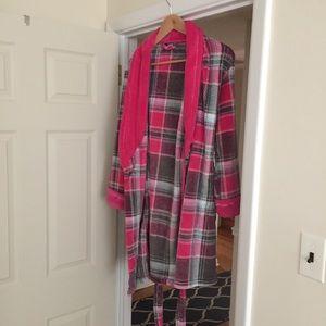 NWOT Ulta Pink Plaid Robe